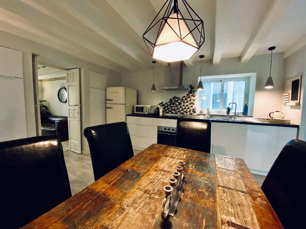 mesa de comedor apartamento cadiz